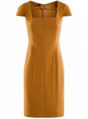 Платье-футляр из плотной ткани с квадратным вырезом