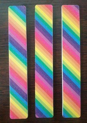 Пилка Пилка для ногтей двухсторонняя 18см, грит 200/200, цвета в ассортименте, без упаковки. Китай. Цена указана за 1 шт.