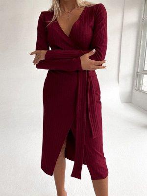 Трикотажное платье с запахом в рубчик