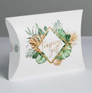 Подарок Размер коробочки 19 × 14 × 4 см, крем+лосьон Гиалуроновая кислота, открытка, сладкий презент(мармелад, шоколад,жевательная резинка или конфеты на выбор поставщика)