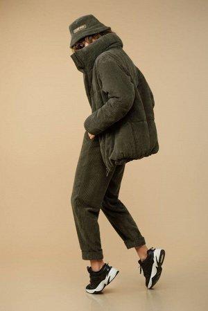 Куртка Куртка Сч@стье 7150s хаки  Состав: Вискоза-26%; ПЭ-74%; Сезон: Осень-Зима Рост: 170  Куртка из вельвета в широкий рубчик на синтепоне и подкладке. Центральная застежка на молнию. Куртка свобод