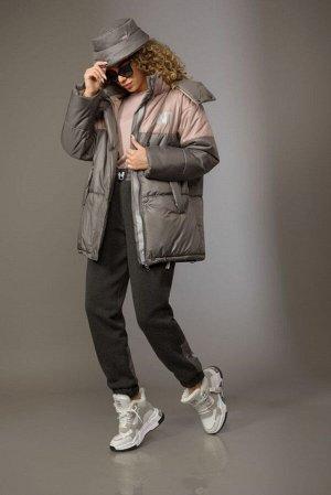 Куртка Куртка Сч@стье 7156  Состав ткани: ПЭ-100%;  Рост: 170 см.  Куртка свободного силуэта из двух цветов плащевой ткани на синтепоне «Изософт». Застежка центральная на молнию. По кокет