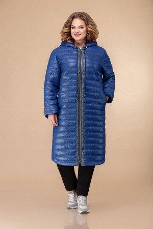 Пальто Пальто Svetlana Style 1461 синее  Состав ткани: ПЭ-100%;  Рост: 164 см.  Пальто женское прямого силуэта. Линия плеча спущена. Рукав втачной с отложной манжетой. Центральная застежка на молнию.