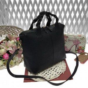 Классическая сумочка Iris с плетёными ручками из матовой эко-кожи чёрного цвета.