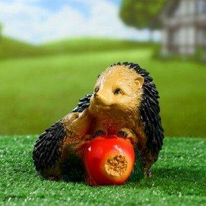 "Садовая фигура ""Ёжи с яблоком"" 19х14х14см"