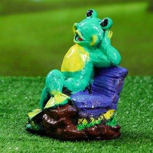 """Садовая фигура """"Лягушка на лавке"""", зелёный цвет, 20 см, микс"""