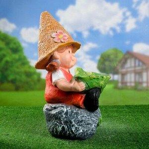 "Садовая фигура ""Девочка на камне с листом"" 48х29 см"