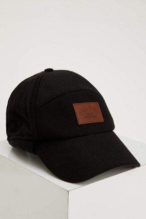 шапка Размеры модели: рост: 1,88 грудь: 95 талия: 70 Надет размер: STD  Полиэстер 39%, Вискоз 15%, Акрил 28%, Хлопок 18%