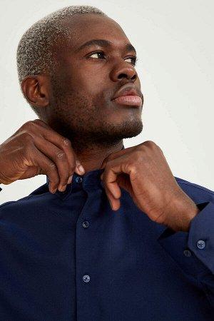 рубашка Размеры модели: рост: 1,88 грудь: 95 талия: 70 Надет размер: M  Хлопок 58%, Полиэстер 42%