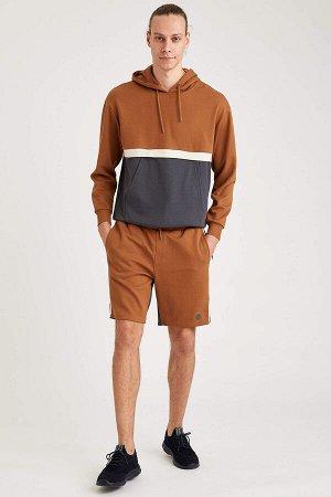 шорты Размеры модели: рост: 1,88 грудь: 90 талия: 79 бедра: 89 Надет размер: M  Хлопок 50%, Полиэстер 50%