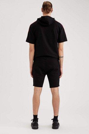 шорты Размеры модели: рост: 1,92 грудь: 96 талия: 80 бедра: 95 Надет размер: M  Хлопок 75%, Полиэстер 25%
