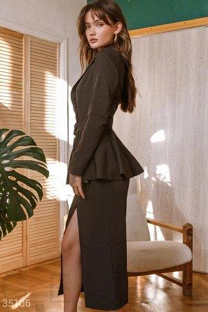 Черный деловой костюм с юбкой