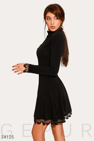 Платье с кружевным декором