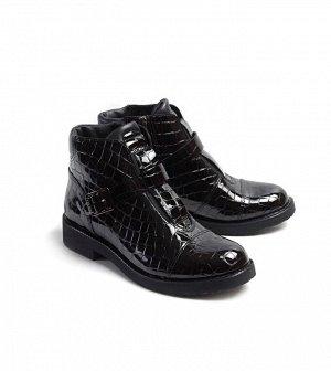 Ботинки демисезонные, черный лак с тиснением