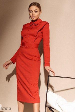 Яркое платье-футляр