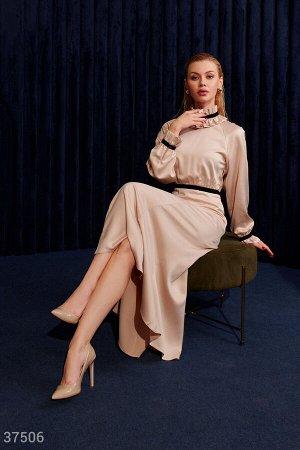 Шелковое платье с воротником