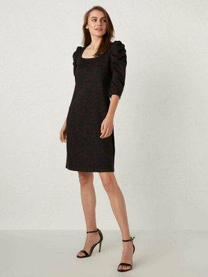 Платье Длина рукава: Длина 3/4 Тип товара: Платье Воротник: Квадратный вырез Толщина: Средней толщины Силуэт: Облегающий Размерный ряд модели: 36, 38, 40, 42, 44, 46 Варианты цветов модели: Navy Jacqu