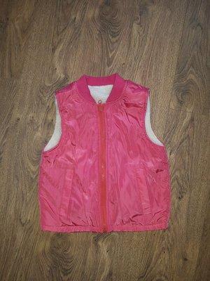 Куртка Распродажа остатков! Куртка в комплекте с безрукавкой. На худенькую девочку. Соответствует размеру.