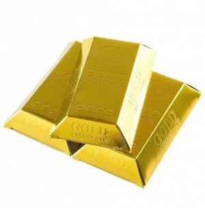 Набор конфет в золотой коробке-слитке.