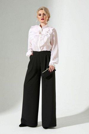 Блуза Блуза Euro Moda 300 белый в розовую точку  Состав: ПЭ-100%; Сезон: Осень-Зима Рост: 164  Блуза женская свободного кроя выполнена из шифона с мелкой плиссировкой. По полочке блузы расположен нес