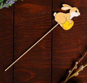 Декор на палочке «Пасхальный зайчик»