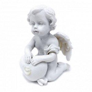 """Фигура """"Ангел"""" белый на коленях с сердечком  размер 4*4*5см"""