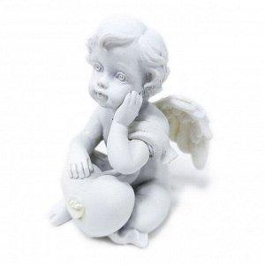 """Фигура """"Ангел"""" белый с сердечком и одной рукой под щекой размер 4*4*5см"""