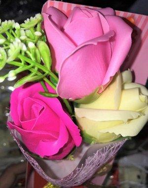 Букет роз из мыла в прозрачном подарочном боксе