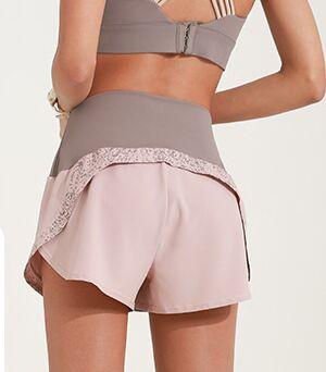 Женские спортивные шорты на резинке, светоотражающая окантовка, цвет латте/розовый