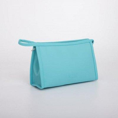 Сумки, рюкзаки, чемоданы на все случаи  — Косметички.Косметичка треугольной формы — Дорожные сумки