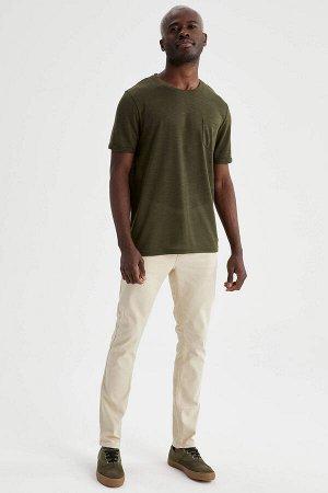 брюки Размеры модели: рост: 1,88 грудь: 95 талия: 70 Надет размер: размер 32 - рост 32  Хлопок 65%,Elastan 2%, Полиэстер 33%