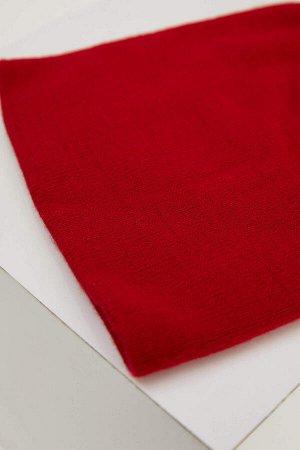 шапка Размеры модели: рост: 1,88 грудь: 98 талия: 75 бедра: 94 Надет размер: STD  Акрил 100%