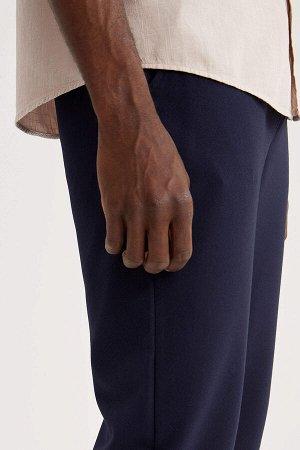 Брюки Размеры модели: рост: 1,88 грудь: 95 талия: 70 Надет размер: размер 30 - рост 32 Elastan 15%, Полиэстер 85%