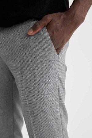 брюки Размеры модели: рост: 1,88 грудь: 95 талия: 70 Надет размер: размер 30 - рост 30 Elastan 2%, Вискоз 32%, Полиэстер 66%
