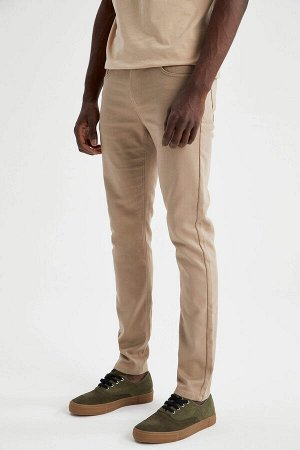 брюки Размеры модели: рост: 1,88 грудь: 95 талия: 70 Надет размер: размер 30 - рост 32  Хлопок 66%,Elastan 2%, Полиэстер 32%