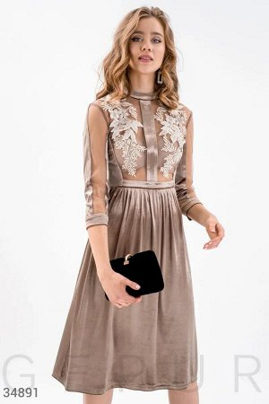 Велюровое платье с аппликацией