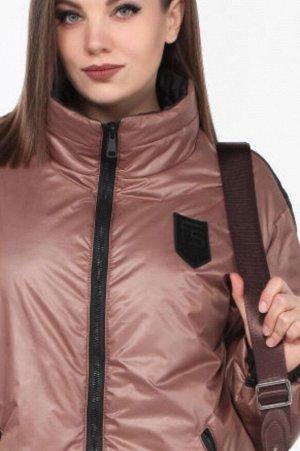 Весна Модная куртка в спортивном стиле из ткани «Лаке» от LADY SECRET, станет вашим лучшим решением при выборе верхней одежды. Воротник отложная стойка, рукав втачной на спущенной пройме с эластичной