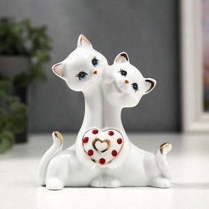 """Сувенир керамика """"Котята с сердцем со стразами"""" белый с золотом 10,2 см"""