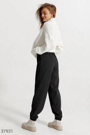 Черные брюки-джоггеры из замши