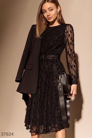 Женственное платье из гипюра