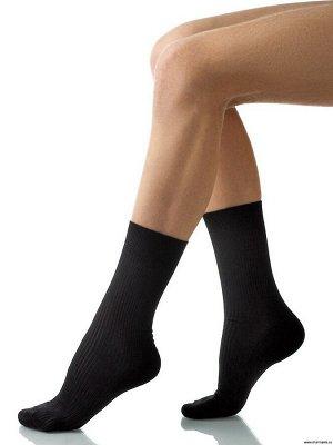 Черные и серые носки