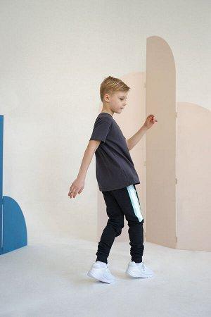Брюки ЮДИ Брюки из новой лимитированной коллекции Minidino x ЮДИ. Совместно с танцевальной командой ЮДИ, мы создали для ваших малышей уникальную коллекцию повседневной одежды, которая станет универсал