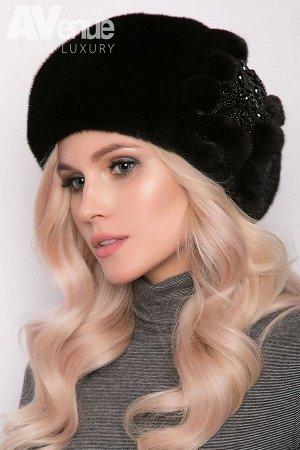 Шапка Размер 56-58  Зимний женский норковый берет с изысканным уникальным ручным декором. Такая зимняя шапка идеально подойдёт женщинам со средним и крупным лицом. Благодаря классической форме берет б