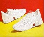 Кроссовки женские, цвет белый, красная буква R