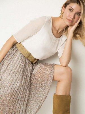 Платье Состав ткани: Вискоза 100% Длина: 97 См. Описание модели Изящное платье прямого силуэта с прозрачными рукавами 3/4. Выточка на линии талии делит модель на верх нежного молочного оттенка. И плис