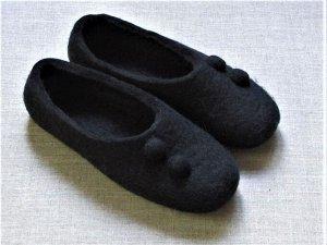 Тапочки черные с войлочными пуговицами + кожаная подошва