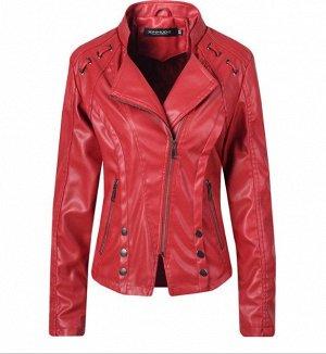 Женская куртка-косуха из эко-кожи, декоративные элементы на плечах, цвет красный