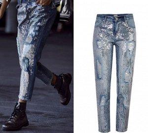 Женские джинсы мом, декор пайетки, потертости, цвет светло-синий