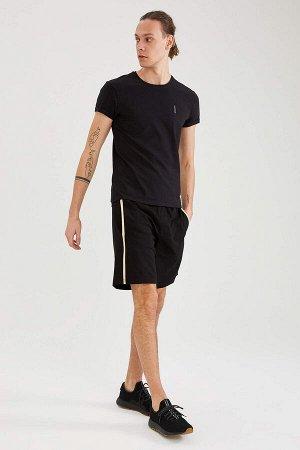 шорты Размеры модели: рост: 1,92 грудь: 96 талия: 80 бедра: 95 Надет размер: M  Хлопок 81%, Полиэстер 19%