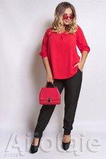 Двойка с красной блузкой и черными брюками